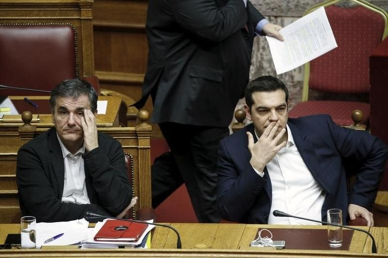 Greek Prime Minister Alexis Tsipras (R) and Finance Minister Euclid Tsakalotos attend a parliamentary session before a budget vote in Athens, Greece, December 5, 2015. REUTERS/Alkis Konstantinidis