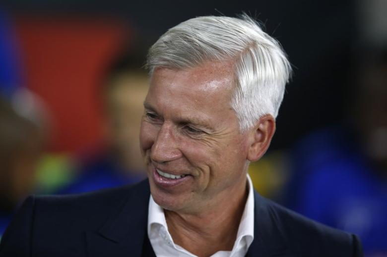 Britain Football Soccer - Southampton v Crystal Palace - EFL Cup Third Round - St Mary's Stadium - 21/9/16Crystal Palace manager Alan Pardew Action Images via Reuters / Matthew ChildsLivepic