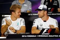 Rosberg e Button concedem entrevista para GP da Malásia. 29/9/16.  REUTERS/Edgar Su