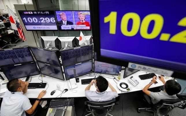 9月30日、来週の外為市場では、米国の主要経済指標、原油価格動向、20カ国・地域(G20)財務大臣・中央銀行総裁会議、日銀短観などが注目されている。写真は都内で27日撮影(2016年 ロイター/Toru Hanai)