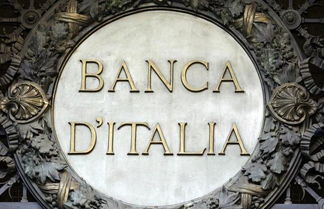 9月30日、イタリア中央銀行のビスコ総裁は、国内銀行向け公的支援について、可能性は低いとしても検討すべきとの認識を示した。写真はミラノで1月撮影(2016年 ロイター/Stefano Rellandini)