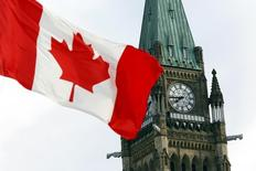 The Canadian flag flies on Parliament Hill in Ottawa August 2, 2015. REUTERS/Blair Gable