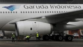Workers clean the body of a Garuda Indonesia Airbus A320 aircraft inside Hangar 4 of PT Garuda Maintenance Facility (GMF) Aero Asia at Soekarno-Hatta airport in Jakarta, September 28, 2015.