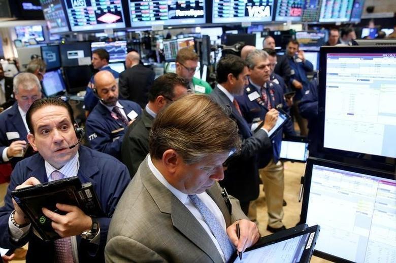 2016年9月28日,纽约证交所内的交易员们。REUTERS/Brendan McDermid/File Photo