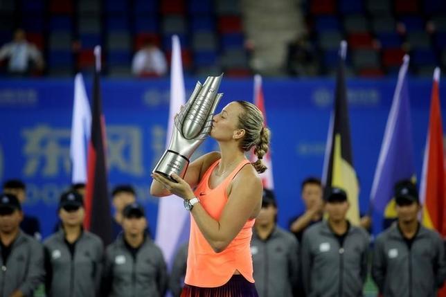 10月1日、女子テニスの武漢オープン、シングルス決勝、第14シードのペトラ・クビトバ(写真)が第10シードのドミニカ・チブルコバを6─1、6─1で下し、今季ツアー初優勝を果たした(2016年 ロイター/Darley Shen)