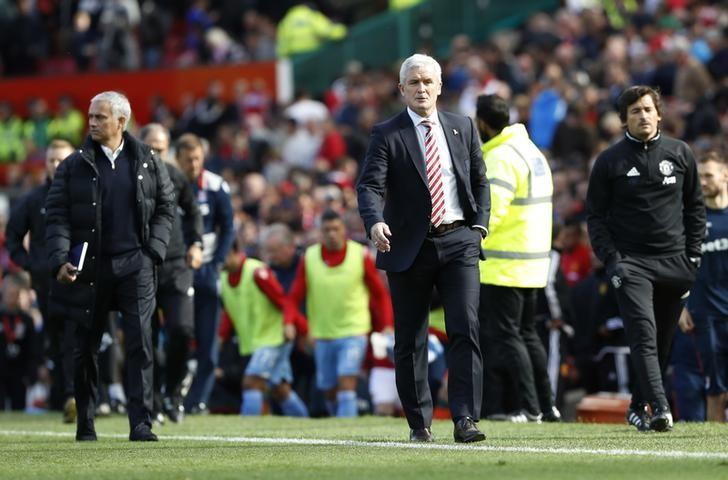 Britain Soccer Football - Manchester United v Stoke City - Premier League - Old Trafford - 2/10/16Stoke City manager Mark Hughes and Manchester United manager Jose Mourinho Reuters / Russell CheyneLivepic