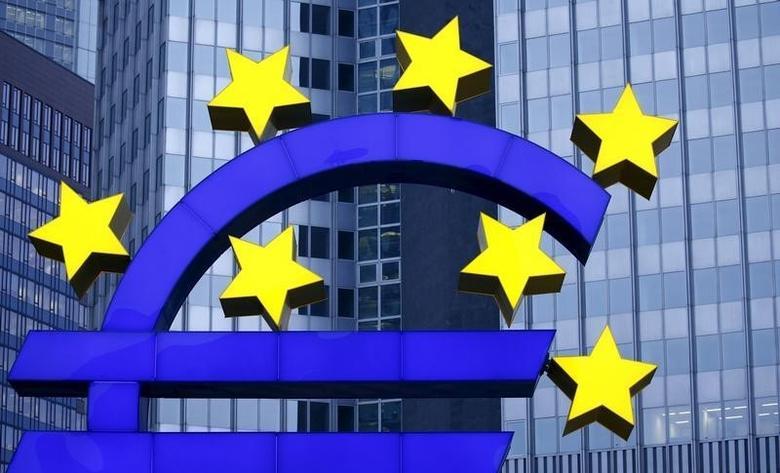 2016年1月19日,德国法兰克福,原欧洲央行总部外的欧元货币符号雕塑。REUTERS/Kai Pfaffenbach