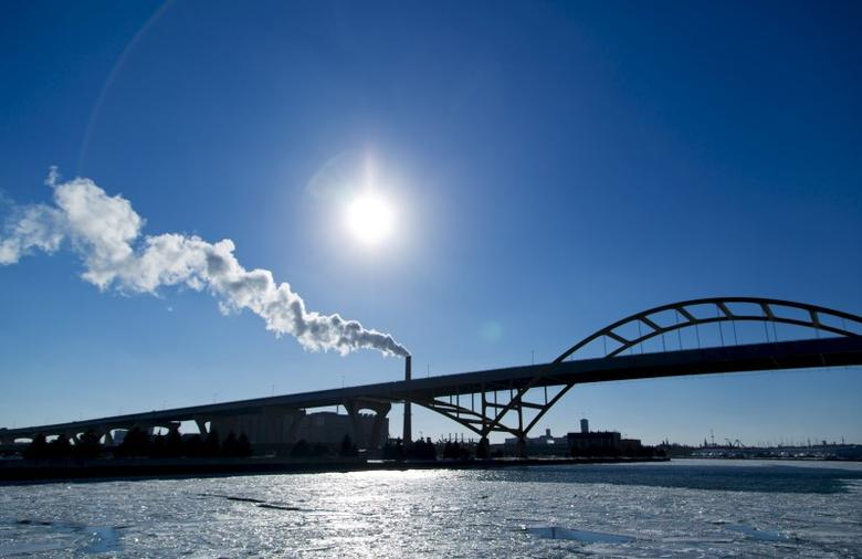 Steam is seen drifting from a factory over the Hoan Bridge in Milwaukee, Wisconsin, in this February, 6, 2014 file photo.  REUTERS/Darren Hauck/Files