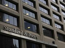 El edificio de Standard & Poor's en el distrito financiero de Nueva York, feb 5, 2013. Los mercados emergentes probablemente afrontarán más recortes en calificaciones de crédito que aumentos durante el próximo año o hasta el 2018, advirtió el lunes la agencia Standard and Poor's.    REUTERS/Brendan McDermid