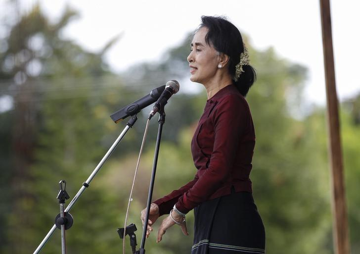 Myanmar pro-democracy leader Aung San Suu Kyi gives a speech in Demoso, Kayah state September 10, 2015. REUTERS/Soe Zeya Tun/Files