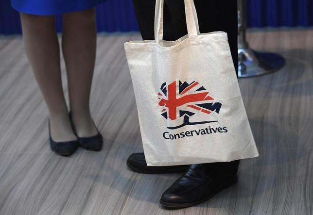 10月4日、英国のラッド内相は、企業の外国人雇用を制限すべきか検討する考えを示した。写真はバーミンガムの保守党大会会場で3日撮影(2016年 ロイター/Toby Melville)