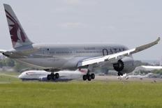 A Qatar Airways Boeing 787 Dreamliner lands at Le Bourget airport near Paris, June 16, 2013. REUTERS/Pascal Rossignol