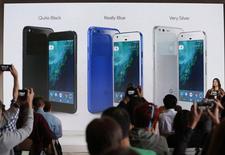Sabrina Ellis, diretora de gerenciamento de produtos do Google, fala sobre novo telefone Pixel em San Francisco 04/10/2016 REUTERS/Beck Diefenbach