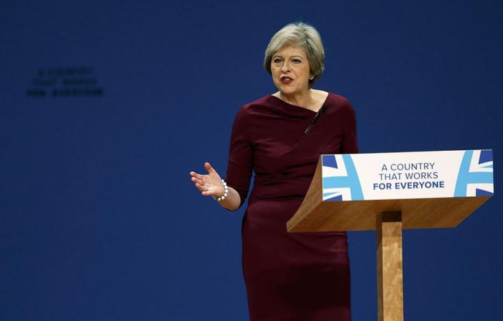 Premiê May rompe com passado de conservadores e oferece nova visão para o Reino Unido