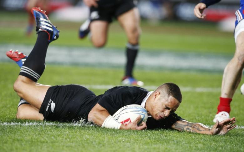 Aaron Smith of New Zealand's All Blacks scores a try against France during their rugby union test match in Auckland, June 8, 2013.  REUTERS/Nigel Marple