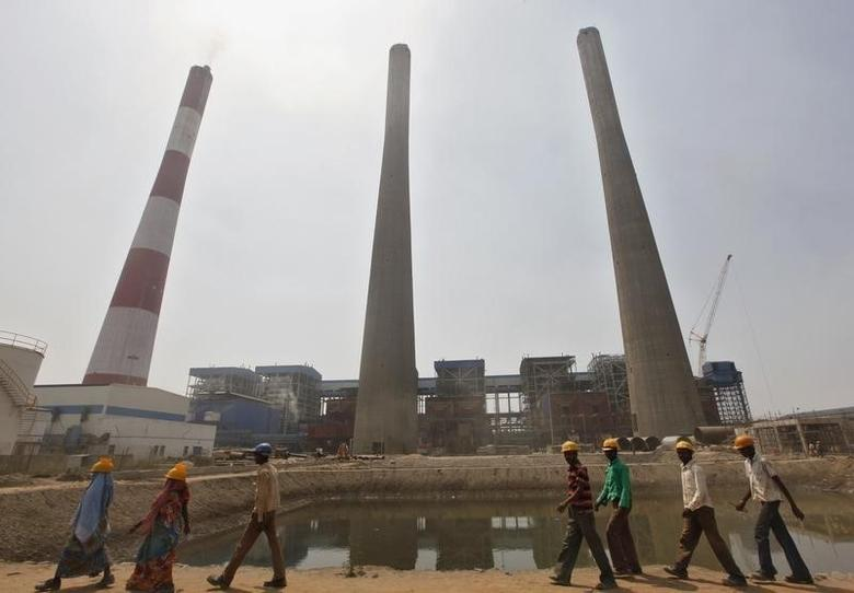 Workers walk inside the Jindal Power and Steel Ltd. complex at Nisha village in the eastern Indian state of Orissa March 27, 2012.   REUTERS/Rupak De Chowdhuri