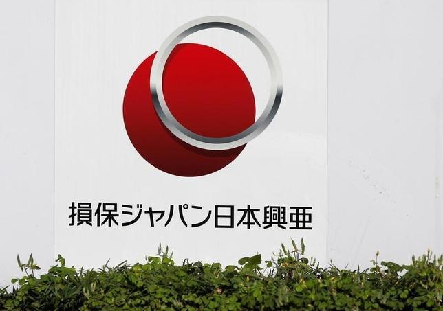 10月5日、国内市場が縮小する中、SOMPOホールディングス傘下の損害保険ジャパン日本興亜は大規模な米保険契約の獲得に動いた。写真は、損保ジャパン日本興亜のロゴ。都内本社で5月撮影(2016年 ロイター/Toru Hanai)