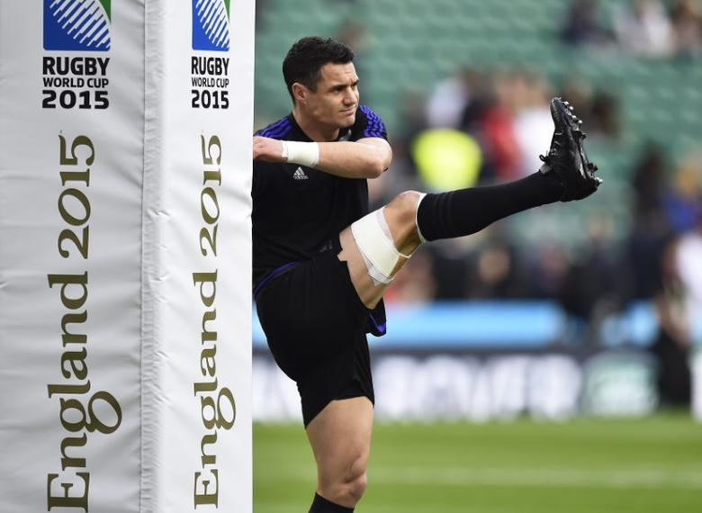 Dan Carter of New Zealand warms up before the Rugby World Cup final between New Zealand and Australia at Twickenham in London, Britain October 31, 2015.   REUTERS/Henry Browne
