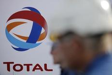 Total a annoncé vendredi la vente de sa filiale de chimie de spécialité Atotech au fonds d'investissement Carlyle pour 3,2 milliards de dollars (environ 2,9 milliards d'euros), /Photo prise le 26 mai 2016/REUTERS/Stéphane Mahé