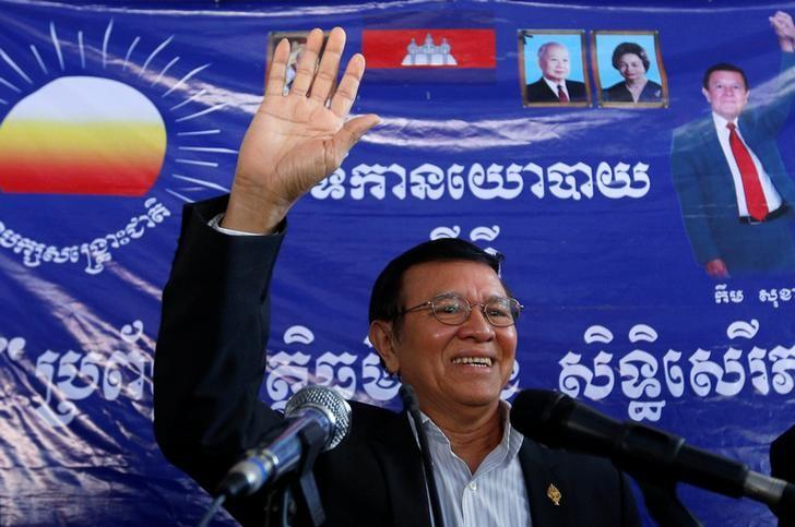 Kem Sokha, leader of the Cambodia National Rescue Party (CNRP), greets his supporters at headquarters before he goes to register for next year's local elections, in Phnom Penh, Cambodia October 5, 2016. REUTERS/Samrang Pring