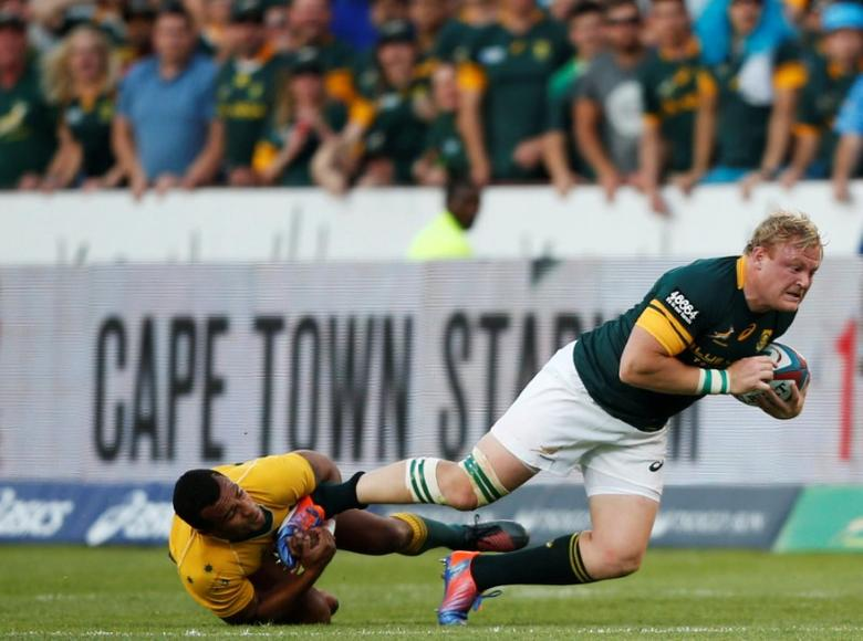 South Africa Rugby Union - Rugby Championship - Australia's Wallabies v South Africa's Springboks - Loftus Versfeld Stadium, Pretoria, South Africa - 01/10/2016 . AustraliaÕs Will Genia (L) tackles South AfricaÕs captain Adriaan Strauss. REUTERS/Siphiwe Sibeko
