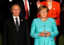 """Президент России Владимир Путин и канцлер Германии Ангела Меркель на саммите G20 в китайском Ханчжоу 4 сентября 2016 года. Ангела Меркель в пятницу призвала Россию положить конец """"ужасающему"""" насилию в сирийском Алеппо, а ее правительство оставило открытой дверь для санкций в отношении Москвы за роль в конфликте. REUTERS/Damir Sagolj"""