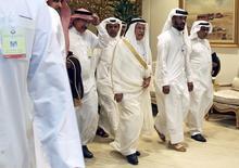 """Министр нефти Саудовской Аравии Али аль-Наими прибывает на встречу производителей нефти ОПЕК и вне ОПЕК. Крупнейший производитель Организации стран-экспортёров нефти (ОПЕК) Саудовская Аравия договорилась о сотрудничестве с не входящей в состав картеля Россией и Ираном, а это значит, что организация вернула роль регулятора цен на нефть, и только """"смельчак"""" отважится с этим поспорить, сказал один из самых влиятельных наблюдателей рынка Энди Холл.  REUTERS/Ibraheem Al Omari/File Photo"""
