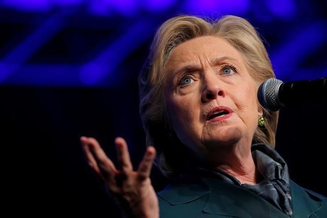 10月7日、ロイター/イプソスが発表した米大統領選に向けた支持率調査によると、民主党候補のヒラリー・クリントン氏(写真)が共和党候補のドナルド・トランプ氏を5ポイントリードしている。ワシントンで5日撮影(2016年 ロイター/Brian Snyder)