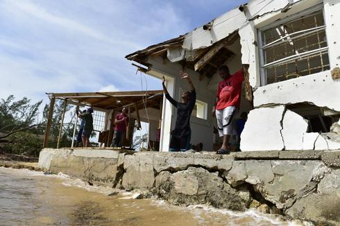 Bahamas battered by Hurricane Matthew