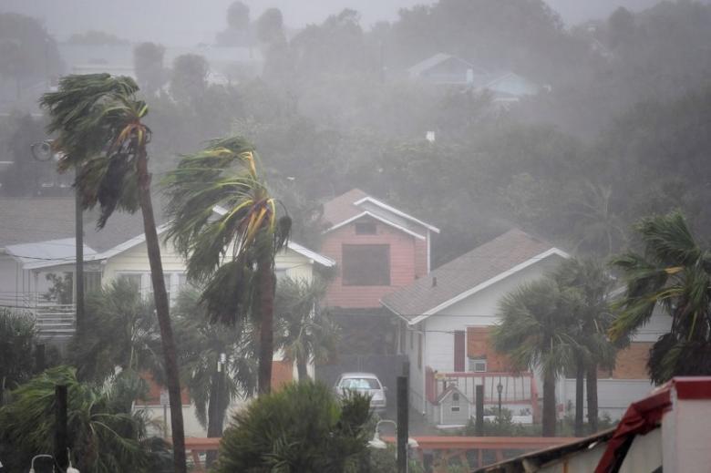 Rain batters homes as the eye of Hurricane Matthew passes Daytona Beach, Florida, U.S. October 7, 2016.  REUTERS/Phelan Ebenhack