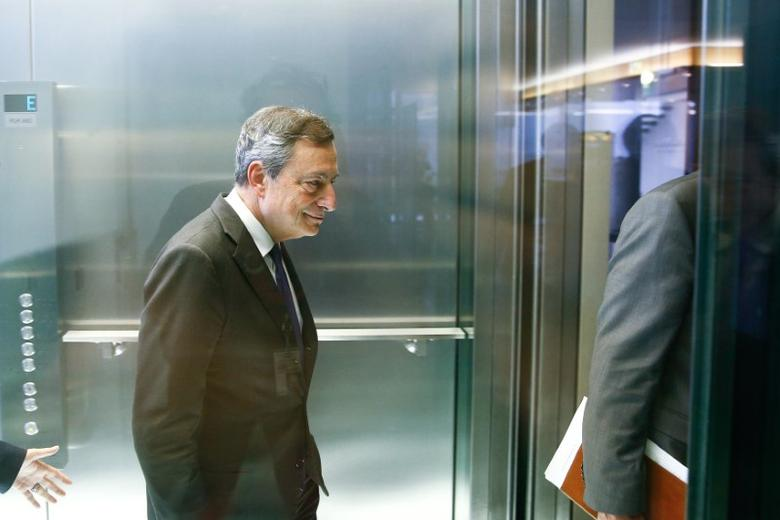 European Central Bank (ECB) President Mario Draghi leaves an elevator after a meeting with German lawmakers in Berlin, Germany, September 28, 2016.    REUTERS/Axel Schmidt