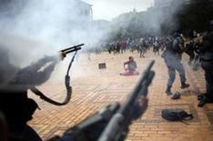 A student is seen during clashes with South African police at Johannesburg's University of the Witwatersrand, South Africa, October 4, 2016. REUTERS/Siphiwe Sibeko  - RTSQOJV