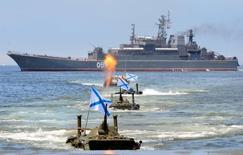 Российская боевая техника на учениях в День ВМФ во Владивостоке 30 июля 2016 года. Россия обещает создать постоянную военно-морскую базу в Сирии. REUTERS/Yuri Maltsev