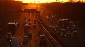 Un véhicule sans conducteur avec des passagers à bord circulera pour la première fois sur les routes britanniques mardi, dans le cadre d'une série d'essais destinés à préparer le terrain à l'avènement de la voiture autonome dans le pays d'ici la fin de la décennie. /Photo d'archives/ REUTERS/Phil Noble