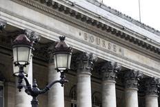 Les Bourses européennes ont ouvert en ordre dispersé et proche de l'équilibre mardi après leur vive progression de la veille. Vers 07h15 GMT, l'indice CAC 40 grignote 0,04%, le Dax cède 0,12%, le FTSE prend 0,15%. /Photo d'archives/REUTERS/Charles Platiau