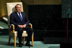 Президент Казахстана Нурсултан Назарбаев готовится выступить на Генеральной Ассамблее ООН в Нью-Йорке 28 сентября 2015 года. Бессменный президент 76-летний Назарбаев лечится от простуды, сообщила во вторник его администрация, что стало редкостью для центральноазиатской страны, где информация о здоровье главы государства отнесена к государственной тайне. REUTERS/Eduardo Munoz