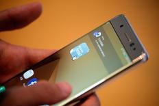 Consumidor testa Galaxy Note 7, da Samsung, na sede da empresa em Seul, na Coreia do Sul 10/10/2016 REUTERS/Kim Hong-Ji