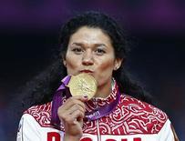 Lysenko comemora medalha de ouro em Londres 2012.  11/8/2012.  REUTERS/Eddie Keogh