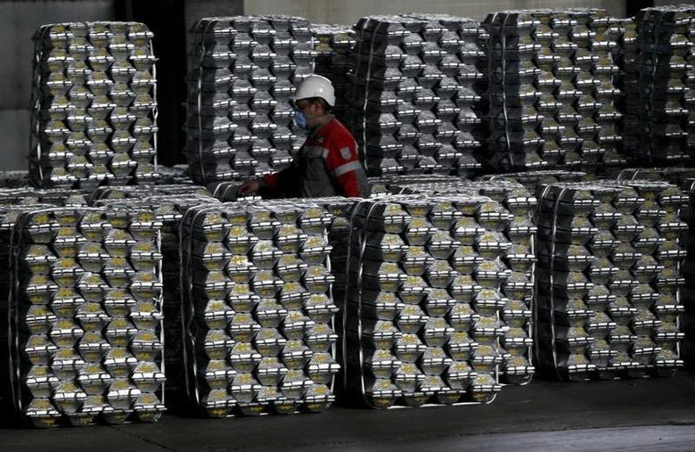 2014年7月8日,西伯利亚城市克拉斯诺亚尔斯克铝冶炼厂的铝锭。REUTERS/Ilya Naymushin
