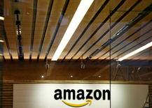 Amazon, à suivre mercredi à Wall Street. Le géant de l'e-commerce a lancé mercredi un service de streaming musical, défiant ainsi Apple et Spotify. /Photo d'archives/REUTERS/Kim Kyung-Hoon