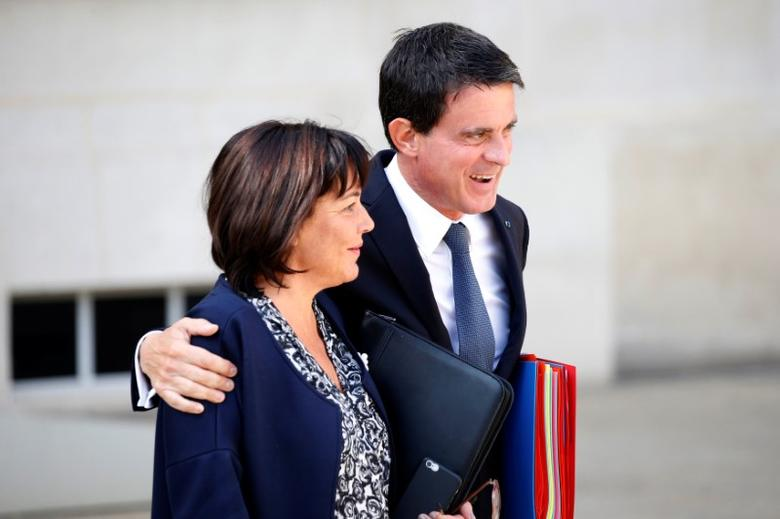 French Minister of the Civil Service Annick Girardin (L) and Prime Minister Manuel Valls leave the Elysee Palace after a weekly cabinet meeting in Paris, France, September 22, 2016.   REUTERS/Charles Platiau