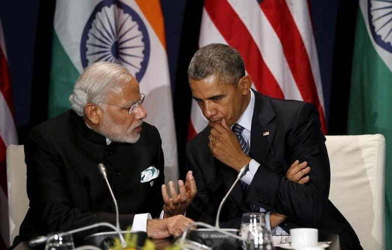 U.S. President Barack Obama (R) meets with Indian Prime Minister Narendra Modi at the climate change summit in Paris, November 30, 2015.    REUTERS/Kevin Lamarque/File Photo