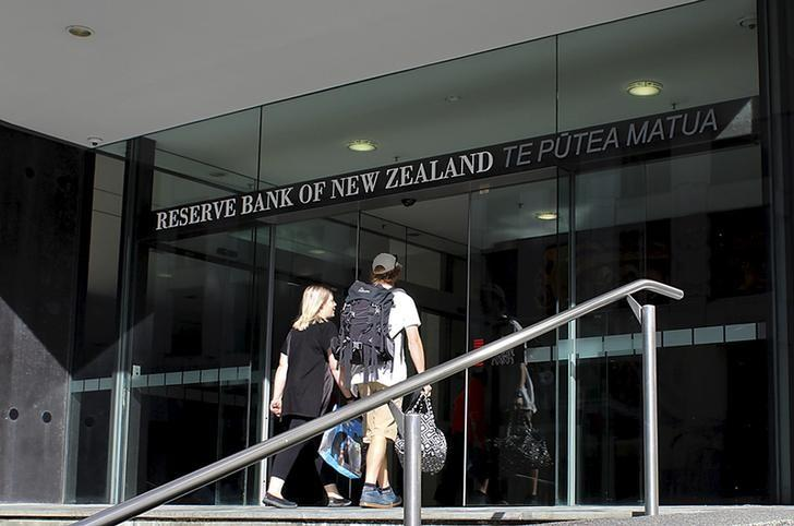 Two people walk towards the entrance of the Reserve Bank of New Zealand located in the New Zealand capital city of Wellington, March 22, 2016. REUTERS/Rebecca Howard/Files