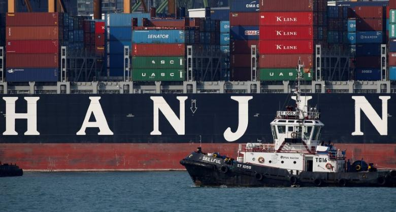 A tugboat passes Hanjin Hungary container ship at PSA's Tanjong Pagar terminal in Singapore September 28, 2016.  REUTERS/Edgar Su/File Photo
