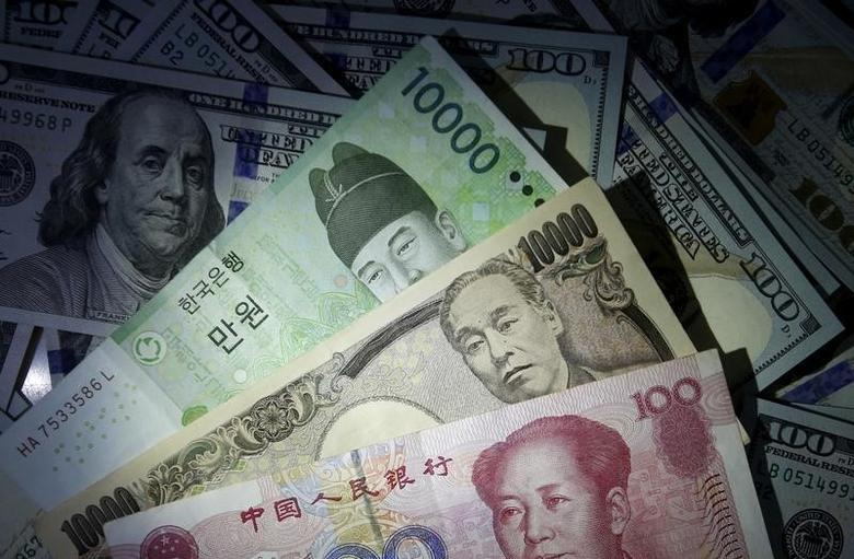 2015年12月15日,韩元、人民币、日元和美元纸币。REUTERS/Kim Hong-Ji