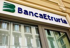 Un'agenzia di Banca Etruria in centro a Roma. Foto del 10 maggio 2016. REUTERS/Tony Gentile