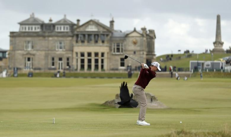 Golf Britain - Alfred Dunhill Links Championship - Old Course St. Andrews, Scotland - 9/10/16England's Danny Willett hits his tee shot on the 18th hole during the final roundAction Images via Reuters / Lee Smith