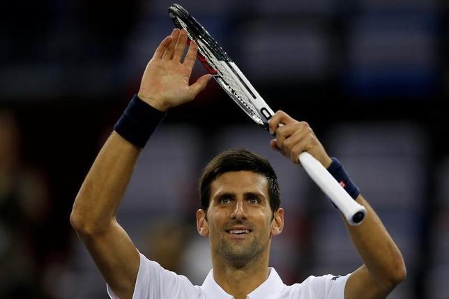 10月13日、男子テニスのマスターズ上海大会は、上海でシングルス3回戦を行い、世界ランク1位で第1シードのノバク・ジョコビッチ(写真)はバセク・ポシュピシルを6─4、6─4で下し、準々決勝に進んだ(2016年 ロイター/Aly Song)