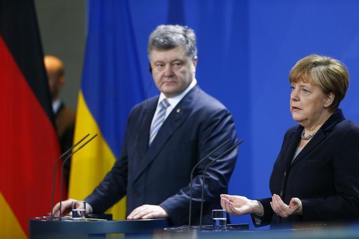 German Chancellor Angela Merkel and Ukrainian President Petro Poroshenko address a news conference at the Chancellery in Berlin, Germany, February 1, 2016. REUTERS/Hannibal Hanschke
