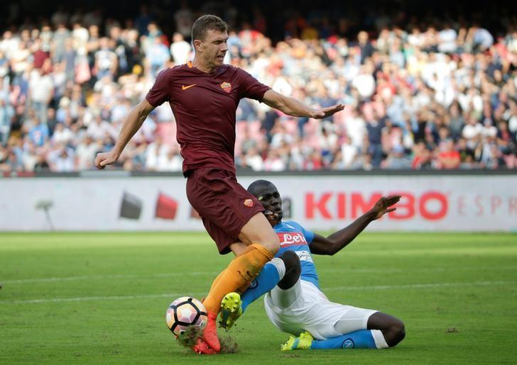 Football - Soccer - Napoli v AS Roma - Italian Serie A - San Paolo Stadium, Naples, Italy - 15/10/2016. Napoli's Kalidou Koulibaly (R) and AS Roma's Edin Dzeko in action. REUTERS/Max Rossi